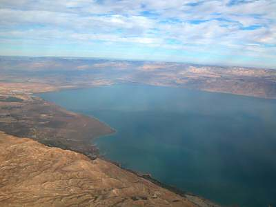 http://www.bibleplaces.com/images/Dead_Sea_northern_end_aerial_from_west,_tb_q010703.jpg