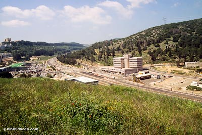 Jokneam pass through Mount Carmel