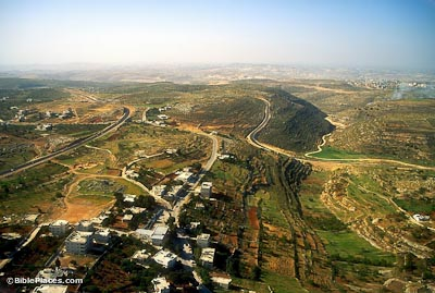 Khirbet el-Maqatir and Wadi Sheban aerial from north