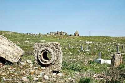 Laodicea aqueduct piece with bathhouse remains