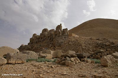 Nemrut Dag, East Terrace, statues and tumulus