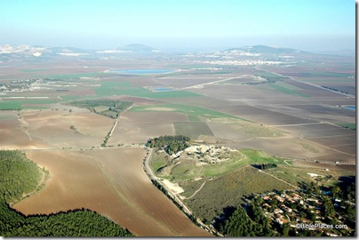 Megiddo and Jezreel Valley aerial from west, tb121704968