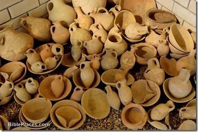 Vessels from 14th c Hazor tomb, tb032905956