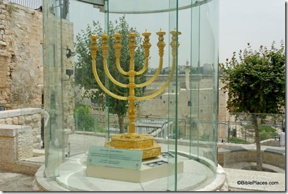 Golden menorah for third temple, tb051408996dxo
