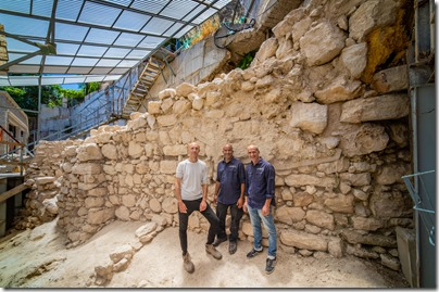 Excavated eastern wall with archaeologists, Koby Harati